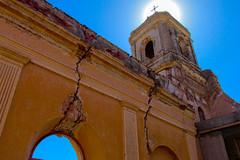 Iglesia destruida por un terremoto en La Rioja, Argentina.  Eglise détruite par un tremblement de terre à La Rioja, en Argentine. (alejaviveg) Tags: iglesia church azul terremoto argentina la rioja