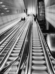Amsterdam - Metrostation Vijzelgracht (Tobias Dander) Tags: amsterdam metro monochrome zwartwit bnw blackandwhite holland tobiasdander galaxys7 vijzelgracht escalator metrostation noordzuidlijn urban
