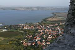 Blick von der Ruine Děvičky (Maidenburg) nach Pavlov am Thaya-Stausee