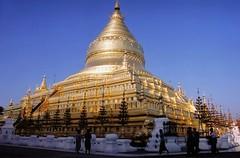 paygangold2 (bartlebooth) Tags: shwezigonpagoda shwezigonpaya bagan burma myanmar asia southeastasia nikon f65 film travel buddhist buddhism gold religious holy nikkor2485mmf3545gedifafs