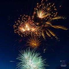 Köpenicker Sommer (junghahn24) Tags: altstadtköpenick blauestunde bluehour explosion farben feuerwerk firework fireworks höhenfeuerwerk köpenickersommer mft olympusdigitalcamera olympusomdem10 berlin deutschland de outdoor