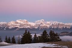 tournette et mont blanc au coucher du soleil (Joëlle Galley) Tags: montagne panorama alpes merdenuages coucherdesoleil hautesavoie semnoz