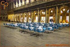 Sedie azzurre (Carlo Pagan_Photo) Tags: italia italy veneto venezia piazza square sedie chairs azzurro azure bar allaperto outdoors portici arcade