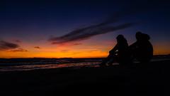 Sunset memories! (Dave. Oz) Tags: huntingtonbeach sunset sunsetlovers atardecer beach playa california sand arena mar sea ocean couple memories recuerdos memorias brisa nature naturaleza cielo sky travel vacation relax