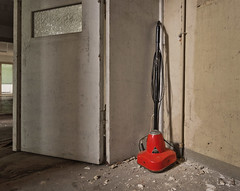 Kehrwoche (david_drei) Tags: staubsauger lostplace abandoned decay red redpoint explore