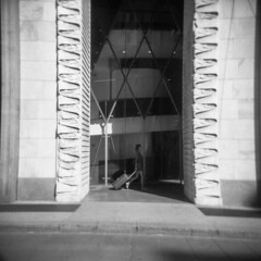 Milano (Valt3r Rav3ra - DEVOted!) Tags: holga holgacfn lomo lomography toycamera plasticcamera milano medioformato mediumformat 120 6x6 film pellicola ilford ilfordfp4 bw biancoenero blackandwhite streetphotography street valt3r valterravera visioniurbane urbanvisions