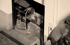 presionando las uvas - pressing the grapes - druiven persen in Archez (Stil Licht) Tags: grapes uvas druiven wijn vino wine spanje spain sierratejeda sierraalmijara espagna axarquia archez