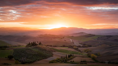 Morning glory (Bilderschmied-Danz) Tags: italien italy toskana tuscany vald'orcia poderebelvedere mountains berge valley tal sunrise sonnenaufgang clouds wolken landscape landschaft phototrip2018 fototour2018 bilderschmied