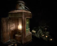 Steuerbord (Roger Armutat) Tags: positionslaterne schiffslaterne petroleumlampe deutschland kupferlaterne lampe grün stillleben seezeichen leitzelmarit28mm sony sonya7ii