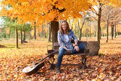 Canadian country singer Suzanne Jarvie (Tom Zsolt) Tags: d850 georgina ontario suzzanejarvie country countrysinger countrymusic canadian canada fall maples sugarmaple