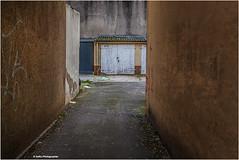 Garage Nr. 5 (geka_photo) Tags: gekaphoto kiel schleswigholstein deutschland gaarden architektur garage hof einfahrt