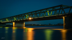 Lauenburger Brücke (fotobagaluten.de) Tags: bluehour blauestunde lauenburg elbe brücke bridge water reflections wasser reflektionen cityscape urban night longexposure