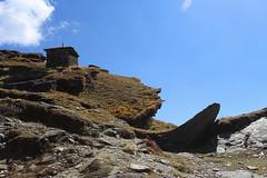 rocks and pastures | Tunganath (arnabchat) Tags: india uttarakhand himalaya himalayas garhwal garhwalhimalayas hills mountains sky clouds mountainrange tunganath chopta pilgrimage trekking trek sunny sunshine arnabchat 2018