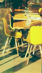 chill (BedBrochFlick) Tags: chill uk bedford yellow table chairs restaurant winebar 2019 mmxix cool nice