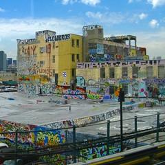 5Pointz (Robert Saucier) Tags: newyork newyorkcity nyc building architecture ciel sky nuages clouds bleu blue jaune yellow graffiti tags streetart img3609 5pointz longislandcity queens