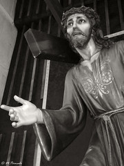 013519 - Madrid (M.Peinado) Tags: parroquia iglesia templo nuestraseñoradelpilar nuestraseñoradelpilardecampamento patriciomartinez comunidaddemadrid madrid españa spain 09062018 juniode2018 2018 huawei huaweip9lite vidriera ángel cristo jesucristo escultura estatua cruz crucifixión monocromático blancoynegro byn blackandwhite bw ccby