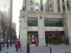 New Location FAO Schwarz Toy Store 30 Rock NYC 9604 (Brechtbug) Tags: new location fao schwarz toy store rockefeller plaza entrance across from today show nbc studio 5th avenue 50th street york city 01102019 nyc 2019 open crowd tourist tourists midtown manhattan schwartz front facade