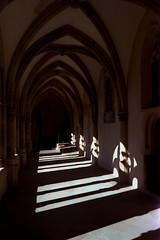 Licht ins Dunkle (mischlicht.net) Tags: agfaphotovista400 leicam6classic trier zeisscbiogon35mm28 mischlicht mischlichtnet filmphotography analogue analogefotografie architektur architecture