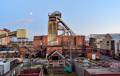 Headstock No.2, Thoresby Colliery, Summer 2016 (Michael's pics... (The Amateur Wanderer 28DL)) Tags: thoresby colliery coal mine pit notts nottingham field national board no2 headstock concrete head stock winding tower