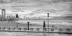 (041/19) Mar agitada (Pablo Arias) Tags: pabloarias photoshop ps capturendx españa photomatix nubes cielo arquitectura playa olas arena mar agua mediterráneo poniente benidorm alicante
