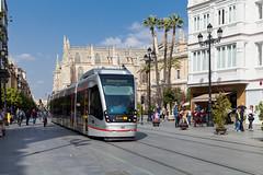 Welterbe unter Palmen (trainspotter64) Tags: strasenbahn streetcar tram tramway tranvia tramvaj tramwaje spanien espagna espagne espana andalusien andalusia sevilla caf tussam