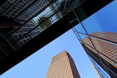 Liegenschaftslinienkonzept (ploh1_im OFF) Tags: rotterdam niederlande architektur bauwerk gebäude linien himmel diagonal spiegelung fassade sonnig blau hell dunkel hochhaus