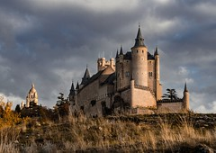 Alcázar de Segovia (Garte28) Tags: 50mm nikon d7000 nikond7000 spain españa segovia castle castillayleon lightroom sunset clouddy clouds sky autumn otoño castillo fotografia photography color colours