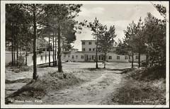 Postkort fra Agder (Avtrykket) Tags: bil furu gårdsplass hotellbygg postkort grimstad austagder norway nor