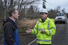 Andy Wappler talks to the news (Puget Sound Energy) Tags: swan road repair outage power pole lines wind storm puget sound energy pse crews mtvernon andywappler interview