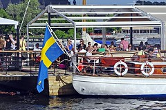Strandvägen (Beach Road) - 03 (AntyDiluvian) Tags: sweden stockholm harbor waterside lakefront dock wharf strandvägen beachroad happyhour party