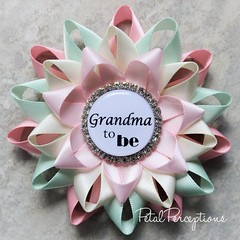 Need a unique gift for the #grandma to be? This beautiful pink, mint and ivory pin can be personalized for your loved ones. #grandmatobe #babyshower https://t.co/TbnDHqsy6i https://t.co/DHlsZkHb3E (petalperceptions.etsy.com) Tags: etsy gift shop fashion jewelry cute