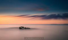 Emerger (sampler1977) Tags: mar oceano amanecer minimalismo minimalism luces colores largaexposicion longexposure saescape landscape paisaje marina villajoyosa marinabaixa
