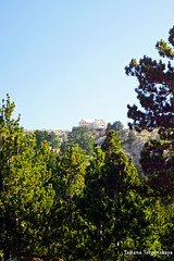"""Вид на горный приют """"Orjen sedlo"""" (tatianatorgonskaya) Tags: черногория орьен балканы блог блогочерногории блогопутешествиях блогожизнизарубежом путешествие туризм хайкинг треккинг активныйотдых отдыхвчерногории отдых практическаяинформация горы горныепрогулки orjen montenegro montenegrin mountain mountains tourism tour trekking hiking balkans balkanstravel balkan europe европа travel traveling trip"""