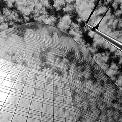 La tour dans les nuages 3 (maggy le saux) Tags: torre building skycraper gratteciel costanera center santiago chile nubes nuages cloud bleu et blanc contreplongée lowangle lignes de fuite vanishing point reflection