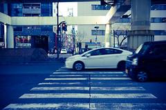 L1004550 (kaichung) Tags: street leica leicamp leicasummicron35mmf20 35mmf20 japan city cityscape architecture cityofjapan citylight streetphotography streetpeople streetleica monochrome blackwhite blackandwhite kyoto 窗戶 人 建築物 路 單色 京都