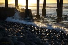 Saliendo el sol (monica.chevez) Tags: playa puerto beach deck sunrise amanecer golden hour hora dorada