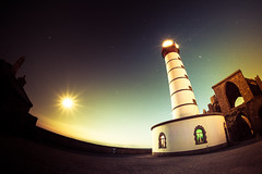 Phare de la Pointe Saint-Mathieu (Zeeyolq Photography) Tags: france lighthouse pointesaintmathieu samyangfisheye12mm yoannjezequel night phare plougonvelin canon6d finistere architecture samyang bretagne nuit canon sea