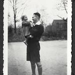 A2-338 Barfüßer Album, Haus Hainstein Familienfotos, 1920-1940 thumbnail