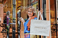 Queca Jimmy Choo (3000) (S©'rates) Tags: new york nyc shoping shop shoes jimmy choo jimmychoo window wishes fulfilled deseos cumplidos tienda zapatos escaparate calle street compra bag bolso bolsa felicidad happyness