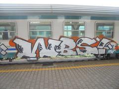 790 (en-ri) Tags: wbs merk bianco nero arancione train genova zena graffiti writing