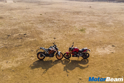 BMW-G-310-R-vs-KTM-Duke-390-21