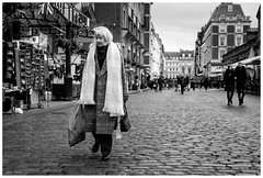 Long Scarf (Silver Machine) Tags: streetphotography street candid woman walking bags scarf cobbledstreet london coventgarden blackwhite bw mono monochrome fujifilm fujifilmxt10 fujinonxf35mmf2rwr