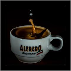 MacroMondays: Brew (alfred.hausberger) Tags: macromondays brew espresso milch tropfen