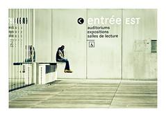 L'homme assis (Marie Hacene) Tags: bnf paris homme assis entrée est sol architecture street rue