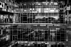Des carrés et des rectangles... / Squares and rectangles (vedebe) Tags: architecture immeubles vitre reflets géométrie ville city rue street urbain urban montpellier noiretblanc netb nb bw monochrome