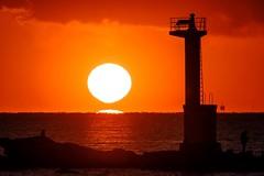 灯台と夕日 (milk777) Tags: 船形 だるま夕日 夕日 夕景 灯台