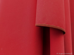 (Jürgen Kornstaedt) Tags: 6plus iphone toulouse départementhautegaronne frankreich fr umbrella folds red tissue