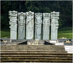 160- MAUSOLEO DE ORIGEN SOVIÉTICO  EN EL CEMENTERIO DE ANTAKALNIS  -VILNIUS- (--MARCO POLO--) Tags: cementerios ciudades curiosidades rincones