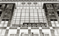 - --o-o-o-- - (-wendenlook-) Tags: sw bw monochrome architektur architecture urban graphic grafic symmetrisch symmetric