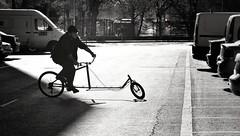 Y yo que pensaba que lo tenía todo visto... (elena m.d.) Tags: bicicleta street guadalajara nikon d5600 sigma sigma105 city